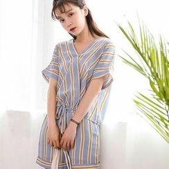 Porta - Set: Short-Sleeve Striped V-neck Top + Shorts