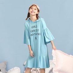 東京著衣 - 連帽字母連衣裙