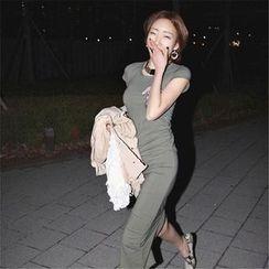 Silky Kiss - 貼飾蓋袖中長款T恤裙