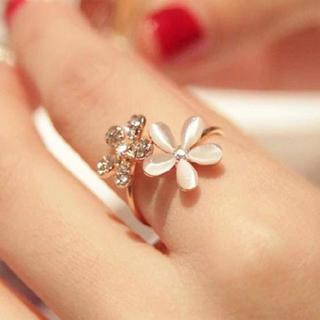Rhinestone Flower Ring