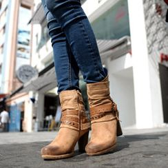 SO Central - Studded Belted Boots
