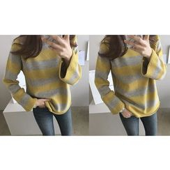 DAILY LOOK - Round-Neck Striped Knit Top