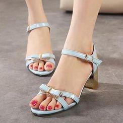 Mancienne - Patent Bow-Accent Sandals