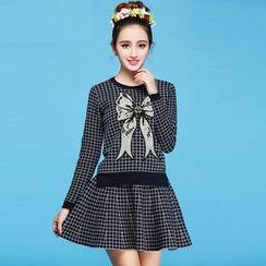 草莓花朵 - 套装: 亮片蝴蝶结格子针织上衣 + 裙