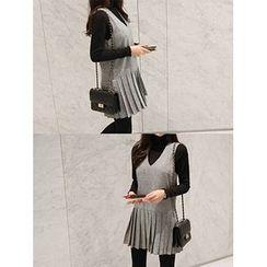 hellopeco - V-Neck Sleeveless Pleated-Hem Mini Dress