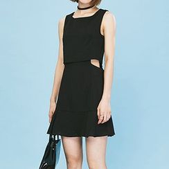 Heynew - Cut Out Detailed Sleeveless Dress