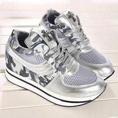 Mancienne - Platform Contrast-Color Sneakers