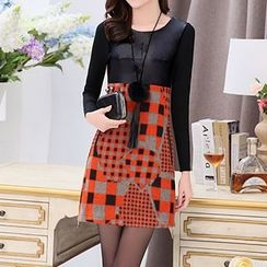 Romantica - Long-Sleeve Patterned Paneled Dress With Necklace