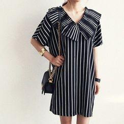 NANING9 - Wide-Collar Striped Dress