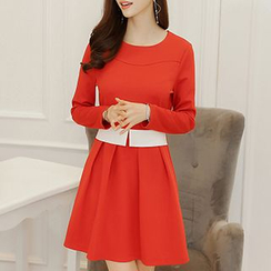 Q.C.T - Long-Sleeve Pleated Dress