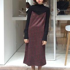 Cloud Nine - V-neck Spaghetti Strap Plaid Dress