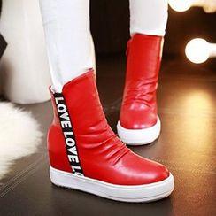 Tomma - Platform Lettering Short Boots