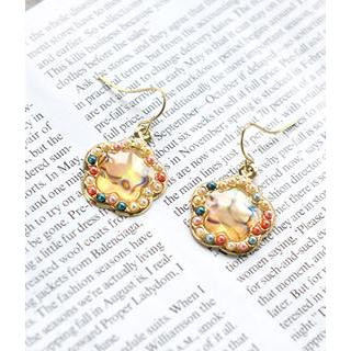 Petit et Belle - Beaded Shell Earrings