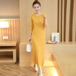 Sienne - 3/4-Sleeve Side Slit Midi Dress with Belt