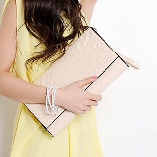 HSTYLE - Croc-Grain Flap Clutch