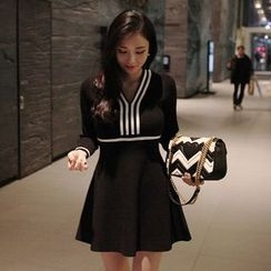 Seoul Fashion - Contrast-Trim A-Line Knit Mini Dress
