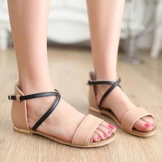 77Queen - Contrast-Color Cross-Strap Sandals