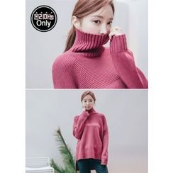 Chlo.D.Manon - Turtle-Neck Dip-Back Knit Top