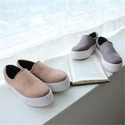 GLAM12 - Faux-Suede Slip-Ons