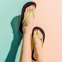 chuu - Wedge-Heel Flip-Flops