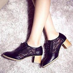 Zandy Shoes - Lace-Panel Oxford Pumps