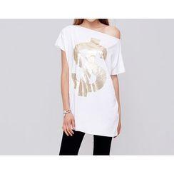 DELIZZA - Printed Off-shoulder Short-Sleeve Long T-shirt