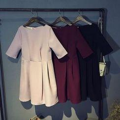 芷蓯夕 - 船領中袖連衣裙
