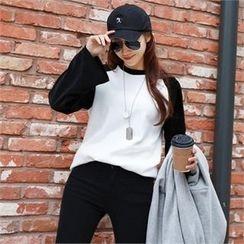 PIPPIN - Contrast Velvet-Sleeve T-Shirt