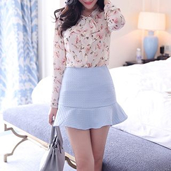 Romantica - Set: Tie-Neck Floral Top + Ruffled Mini Skirt