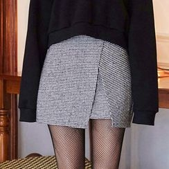 chuu - Buckle-Waist Houndstooth Mini Wrap Skirt