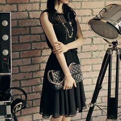 Dowisi - Sleeveless Tie-Waist Chiffon Dress