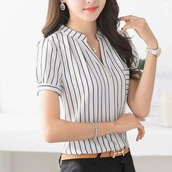 Caroe - Short-Sleeve Striped V-Neck Shirt