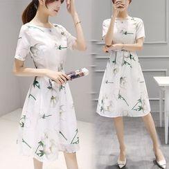 Ashlee - 碎花短袖A字連衣中裙