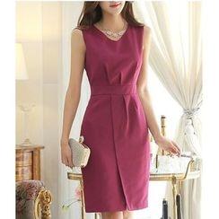 Rosesong - Sleeveless Front Split Sheath Dress