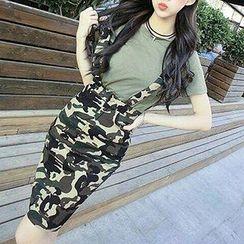 Fashion Street - Set: Short-Sleeve Plain T-shirt + Strapped Camo Skirt