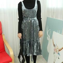 Dodostyle - Deep U-Neck Sleeveless Velvet Dress
