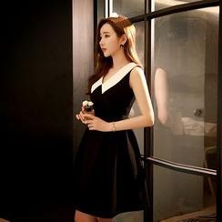 Dabuwawa - Sleeveless Contrast-Collar Dress
