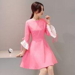 Mandalle - Contrast Trim 3/4 Sleeve A-Line Dress