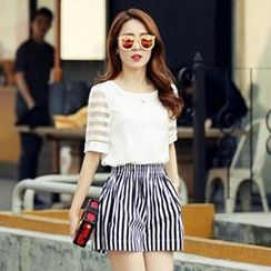 Romantica - Set: Short-Sleeve Zip-Back Paneled Top + Striped Shorts