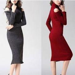 Fumoya - Turtleneck Cold Shoulder Rib Knit Dress