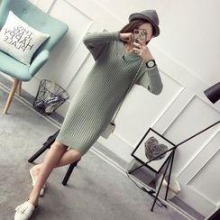 Qimi - V-Neck Knit Dress