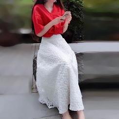 Glen Glam - Set: Bow V-Neck Short-Sleeve Top + Lace Maxi Skirt