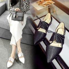 錦洋鞋業 - 繫帶鏤空平跟鞋