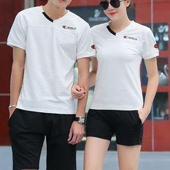 Lovebirds - 套装: 情侣V领T恤 + 短裤