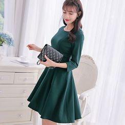 Nyssa - 3/4-Sleeved Slim-Fit A-Line Dress