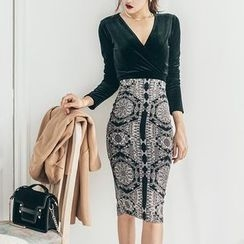 Aurora - Set: Velvet Top + Printed Skirt