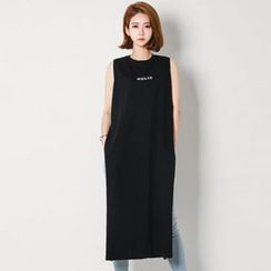 FASHION DIVA - Slit-Side Lettering Tank Dress