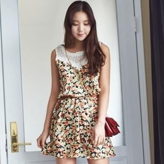 ANNINA - Sleeveless Floral Print Dress with Belt