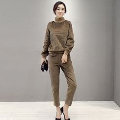 Romantica - Set: Mock-Neck Pullover + Pocket-Accent Pants