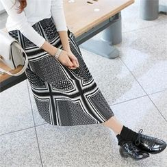 PIPPIN - Pleated Pattern Long Skirt